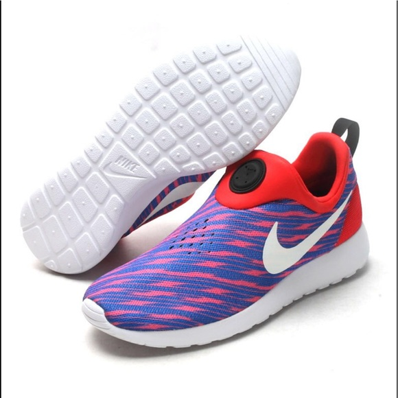 detailed look 62a55 67cc3 Nike Roshe Run Men s Slip Ons. M 5b1b11462beb79db0a399986